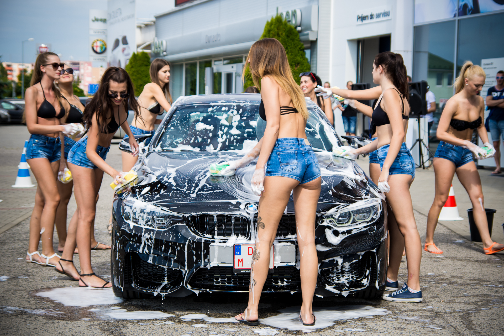 girl-masterbates-in-car-wash-video